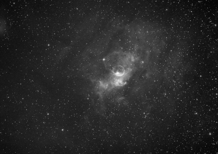 NGC 7635 de Zeepbelnevel opgenomen in H Alfa met de BS 250 F 4 met RCC corrector en de STT 8300 M op
