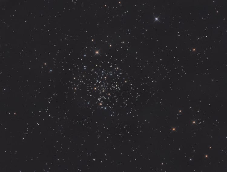 Bij gebrek aan mooie nevels en een overdaad aan maanlicht een leuk projectje: de open sterrenhoop m6