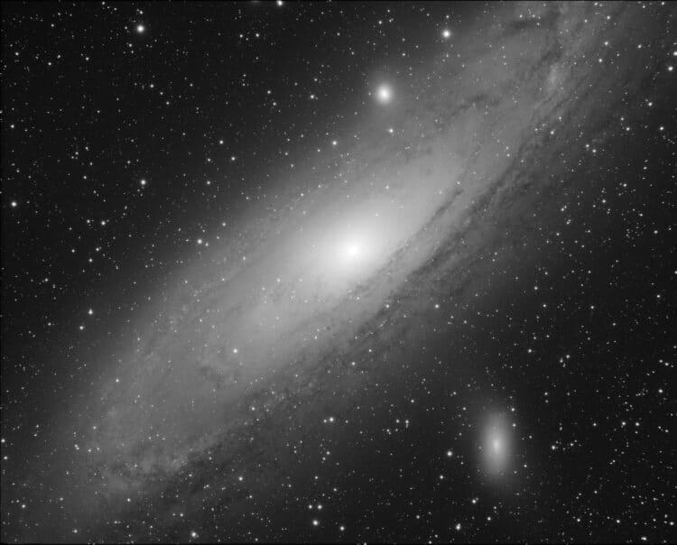 Voorlopig resultaat van M31 met 8cm apo @f/4.8, 3h belicht met Atik 460 mono. Stacking en beeldverwe
