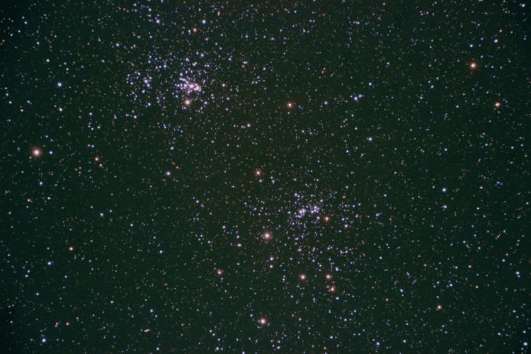 Afgelopen zondag 27 november heb ik deze opname gemaakt van de dubbele sterrenhoop NGC 869 en 884 tu