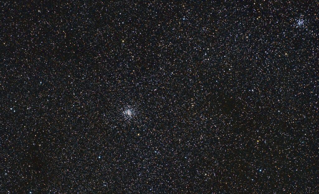 M37 (links) en M36 (rechts) in Auriga.