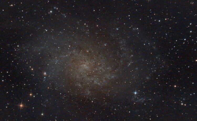 Ik zie bij mijn opnamen met de skywatcher 20cm/f5 newton dat de sterren vanaf het midden naar buiten