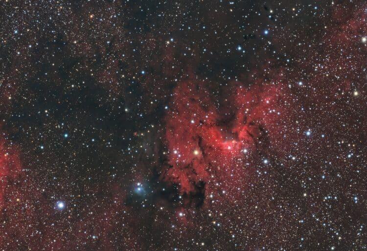 Dit is het volledige sensorbeeld waar rechts boven nog een paar fraaie donkere nevels te zien zijn.S