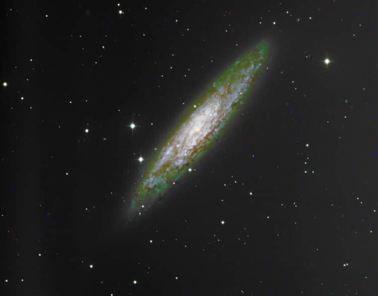 Aardige opname van NGC 253 met T33 van iTelescope (ik woon ook in Nederland 😉 ) Maar er zitt
