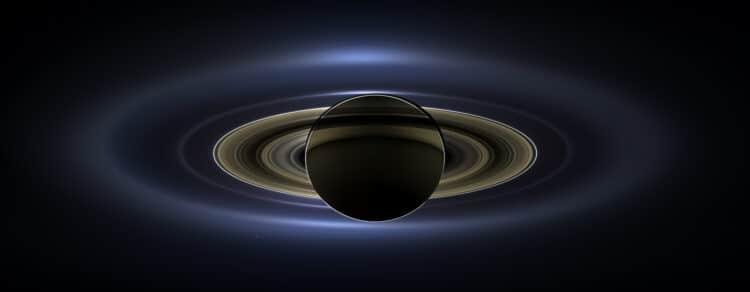 Aanstaande vrijdag neemt de Cassini orbiter een laatste duik tussen de ringen van Saturnus en Saturn