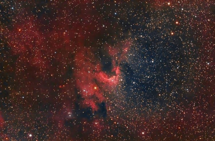 Hier een 2de versie van bovenstaande Sh2-155 Cave Nebula, nu met 93 x 6 minuten RGB subs en een tota