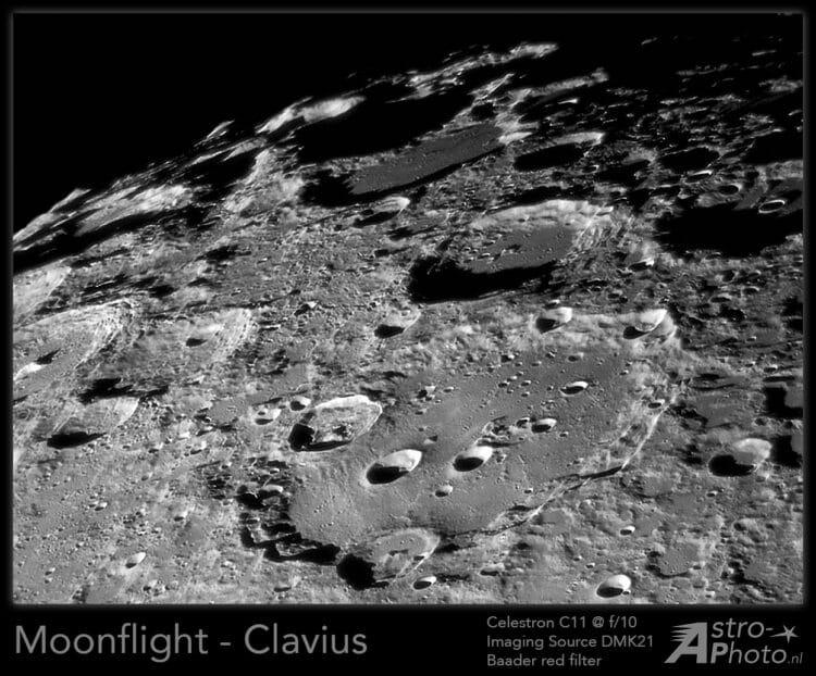 Stel je voor dat je over de maan zou kunnen vliegen in een ruimte-capsule en je kan naar beneden kij