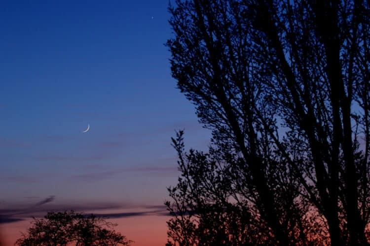 De samenstand van Venus en de Maan van afgelopen maandag, 1 dag na Nieuwe Maan. Er zijn toch weer wa