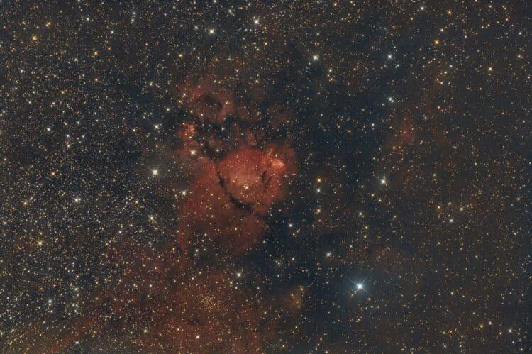 Object: IC1795 Fishhead Nebula Lokatie:Hohen Woos – Duitsland Datum: 7-4-2018 Camera: Canon 60