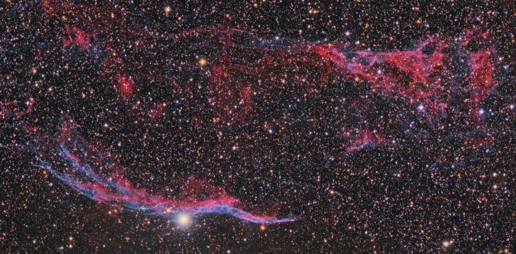 Een crop van paneel 2 van een Puur RGB Mozaiek van de sluiernevel. 43x 300 sec R, 43×300 sec G,