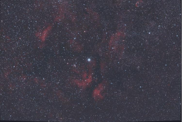 De nacht van vrijdag zaterdag heb ik 30 lights van 2 minuten gemaakt van IC 1318 (Vlindernevel) met