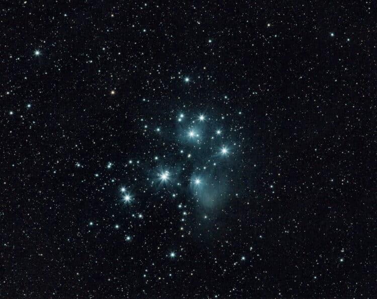 Een nieuwe poging van een opname van het Zevengesternte (M45) in de nacht van 16 op 17 november ui