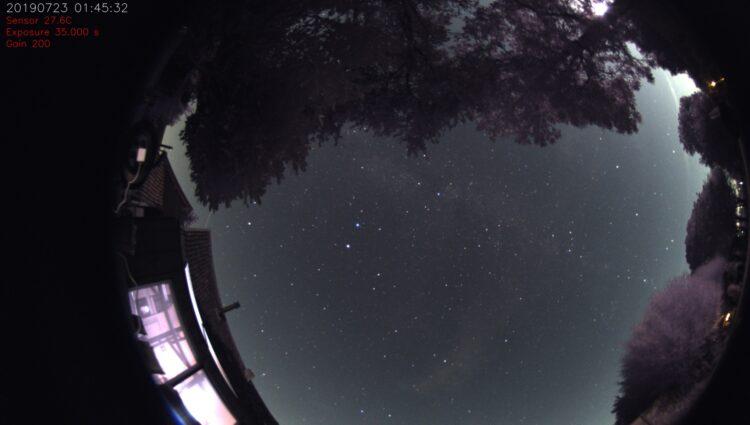 """De 1ste timelapse. Met een ISS overgang een en aparte stervormige licht """"flits"""" ? onder"""