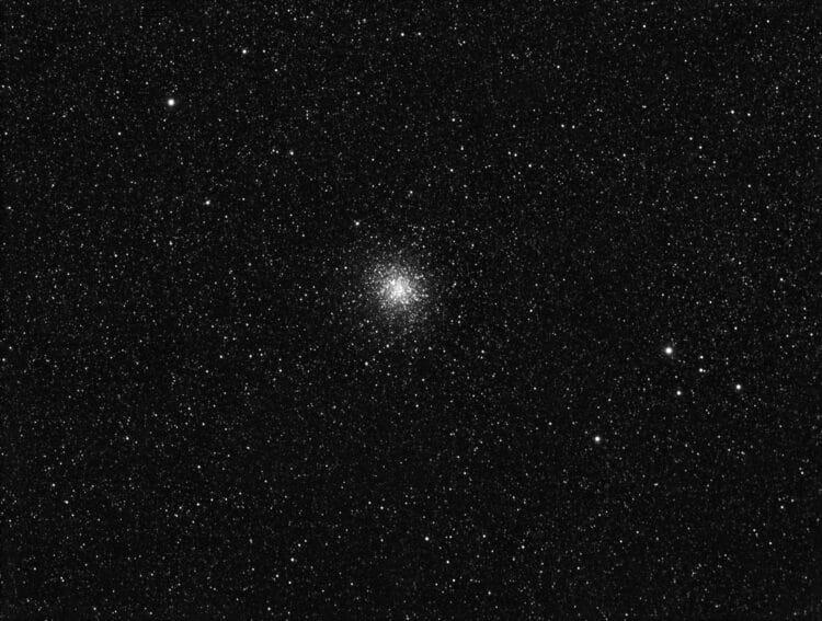 Dit Messier object M22 staat altijd laag. Mijn klapdak extra laten zakken. Verder is het object voor