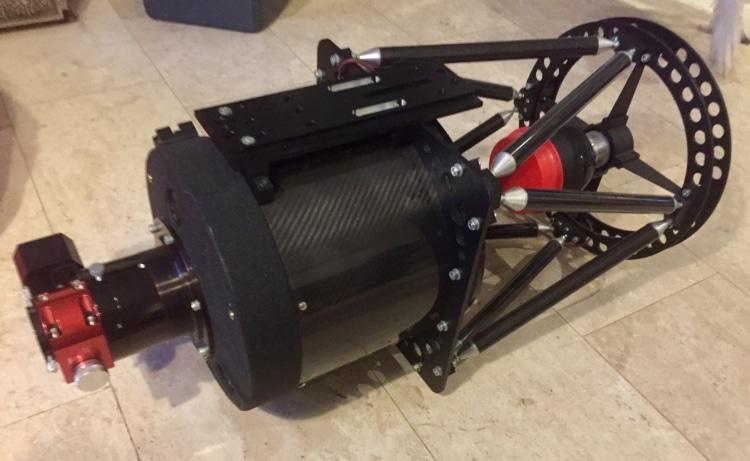 Nieuw speeltje voor in het Sterrenhok: de RC-10 (f8) met Moonlite focusser.IMG_5074