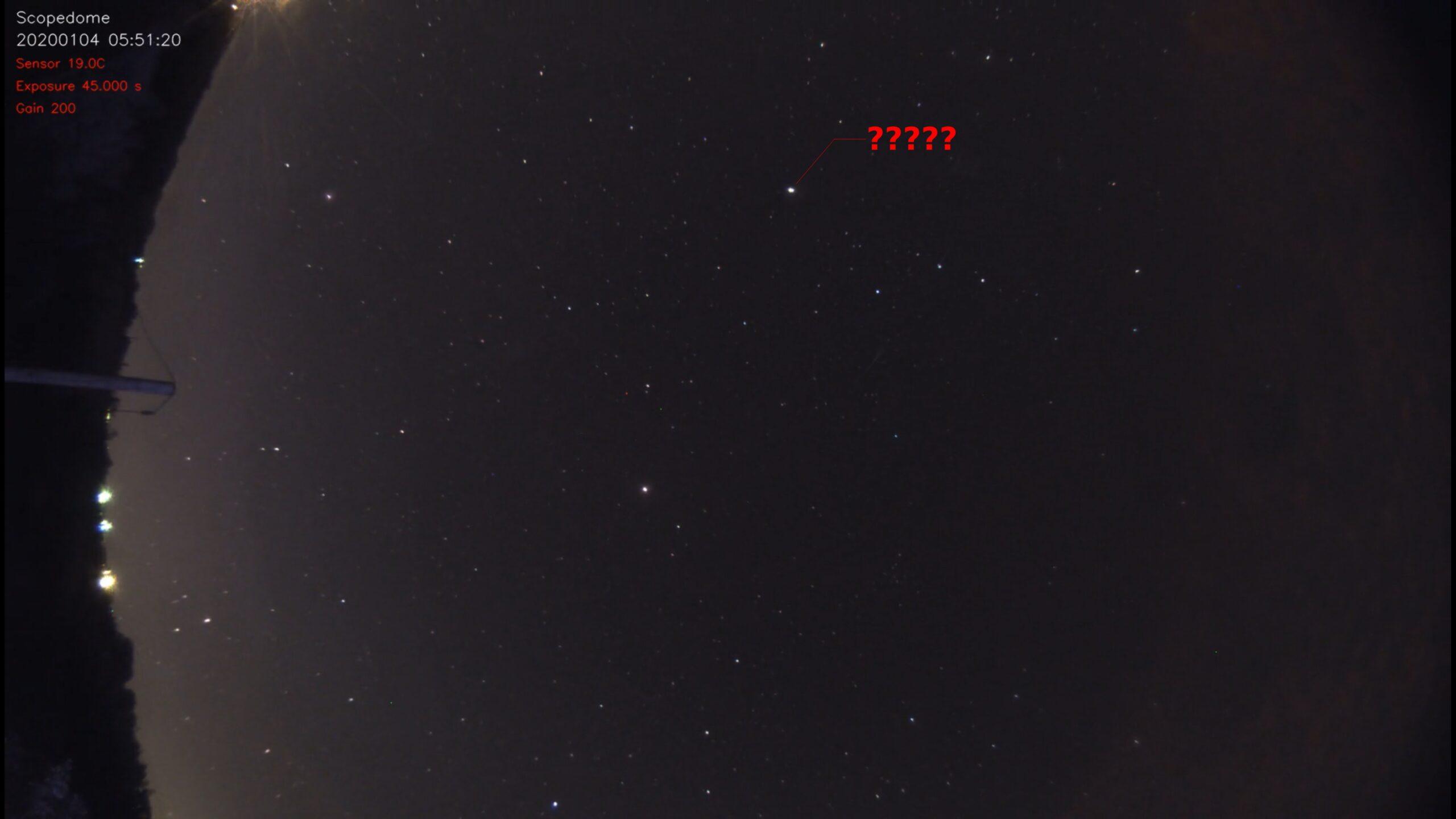 """Op mijn Allsky video staan 2 """"gebeurtenissen"""" 1 duidelijke meteoor net boven de horizon"""