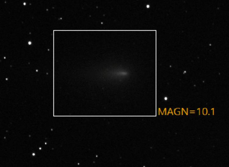 De magnitude bepaling van een komeet is niet eenvoudig. Vooral niet als er sterren in de achtergrond