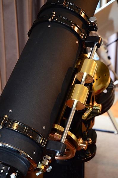 Beste mensen, door gebruik van zware oculairs en een binoviewer is het noodzakelijk om de telescoop