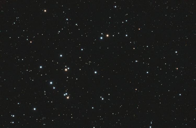 Gedurende 4 heldere nachten eind april M44 (Beehive cluster) in het sterrenbeeld de Kreeft 98×2