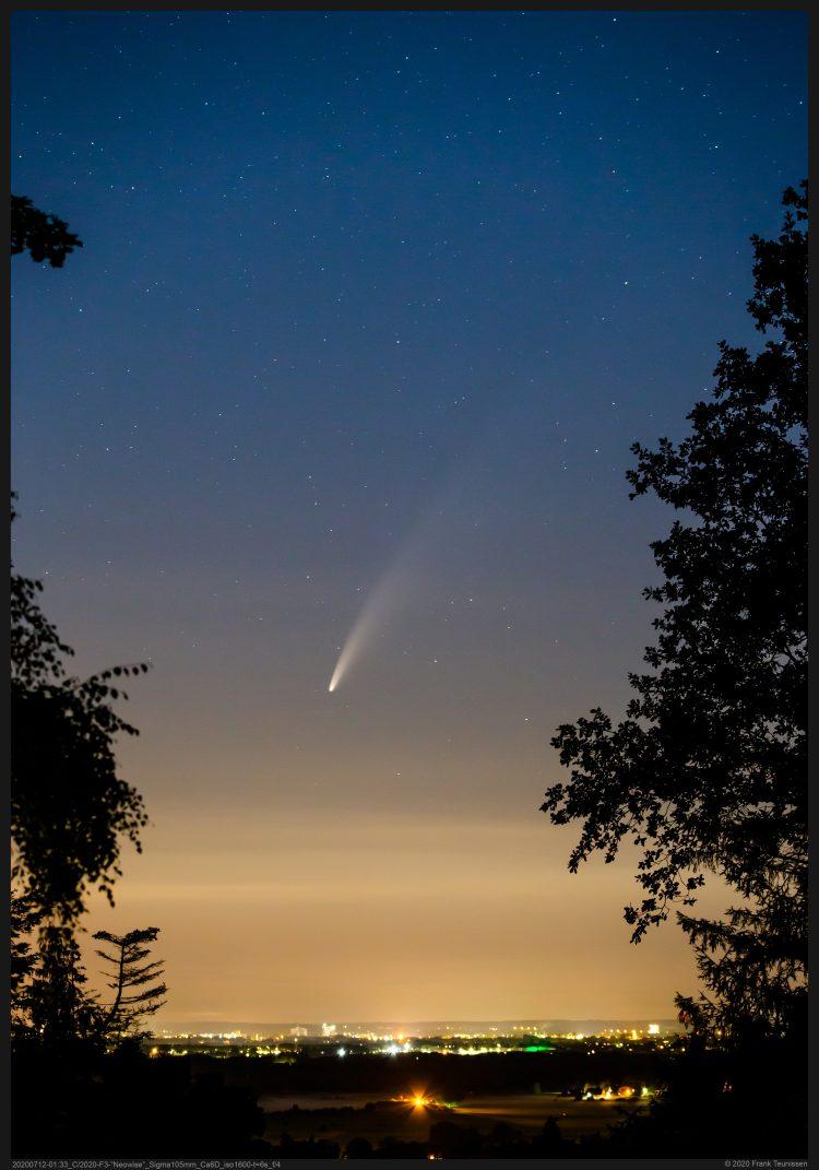 """Komeet C/2020 F3 """"Neowise"""" boven de Ooijpolder De heldere komeet Neowise vanaf het uitzi"""