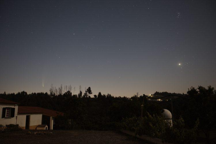 Sfeerplaatje vlak voor zonsopkomst (04:52 lokale tijd) met Canon 5D-mk2 en Canon EF 16-35mm op 35 mm