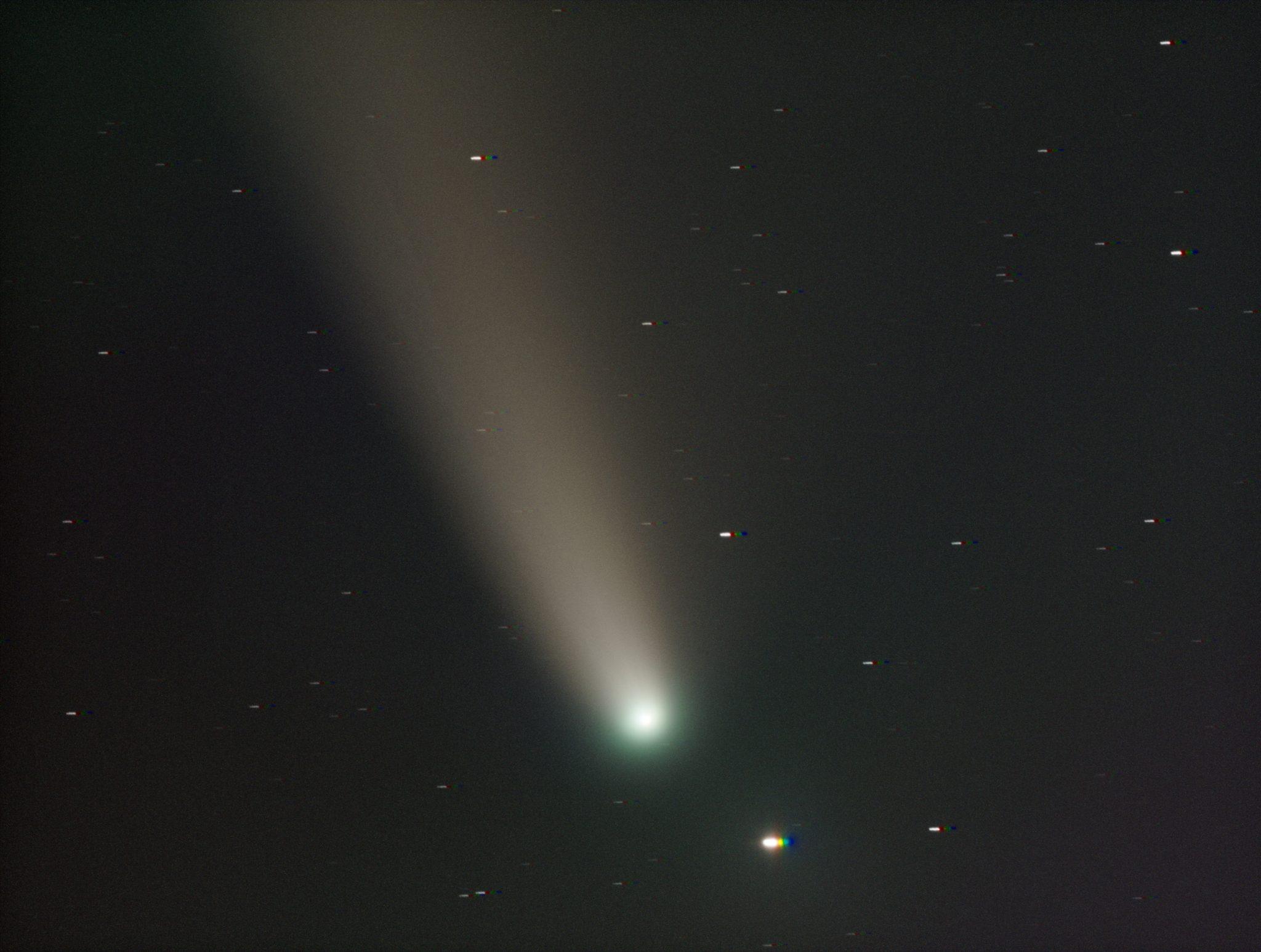 Afgelopen nacht hadden Talitha (iota Ursa Major) en C/2020 F3 NEOWISE een niet zo heel erg stiekeme