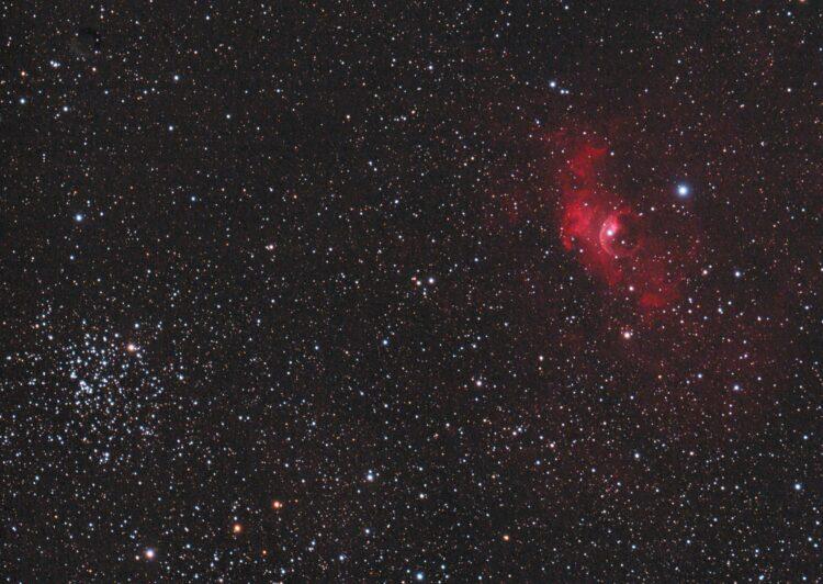 Rechts zien we de Zeepbelnevel NGC 7635 en links onder de open sterrenhoop M52. Op genomen op 13-9