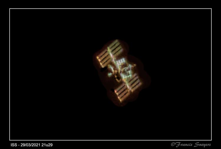 Hey Nicolàs, het is idd niet gemakkelijk om dat ISS te volgen, ik denk dat de nostalgische amateurs