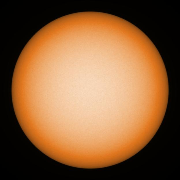 Hoewel er met de Galileo-telescoop geen zonnevlekken zichtbaar waren, waren er wel een paar kleine m